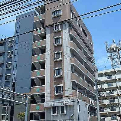 都市近郊です☆西鉄バス南小倉駅前バス停より徒歩1分☆