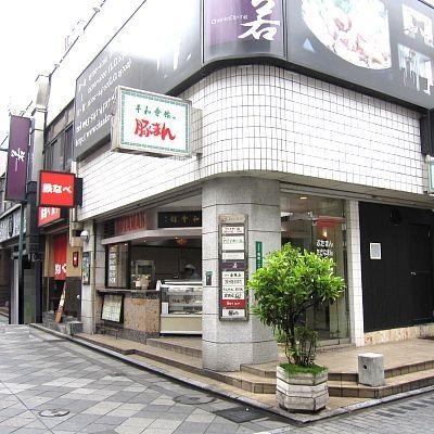 人気の魚町通り沿い☆入口は路面に面している為地下でも集客宣伝効果期待できますよ♪