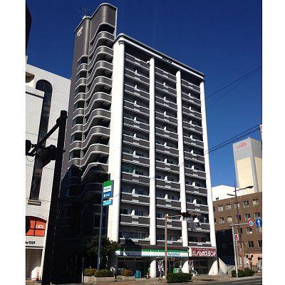 1階にコンビニが入っていて買い物も便利です。JR小倉駅まで徒歩圏内♪