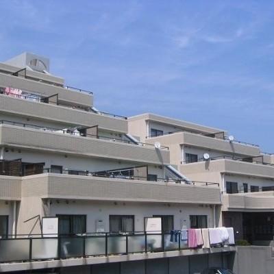 ◆価格変更しました!◆明野エリアの閑静な高台の住宅街に立地!人気のペット可物件◆南向き4階部分ですが2階部分に位置して出入り便利です!採光・眺望・通風良好!◆バランスの取れた間取形成の3LDKタイプ!...
